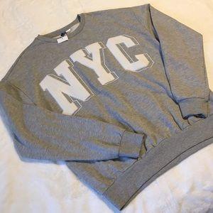 NYC crew neck sweater L